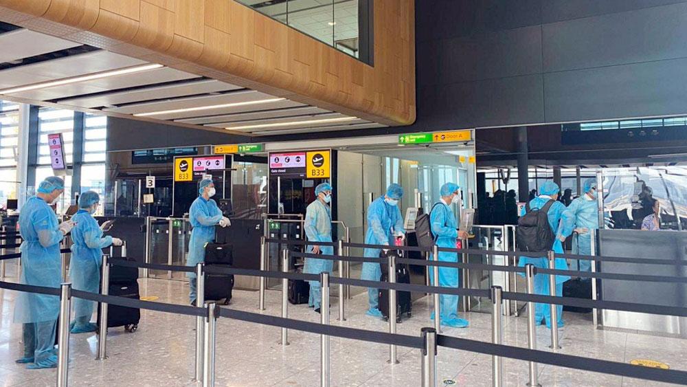 Đón thêm hàng trăm công dân Việt Nam ở Anh, Australia về nước an toàn